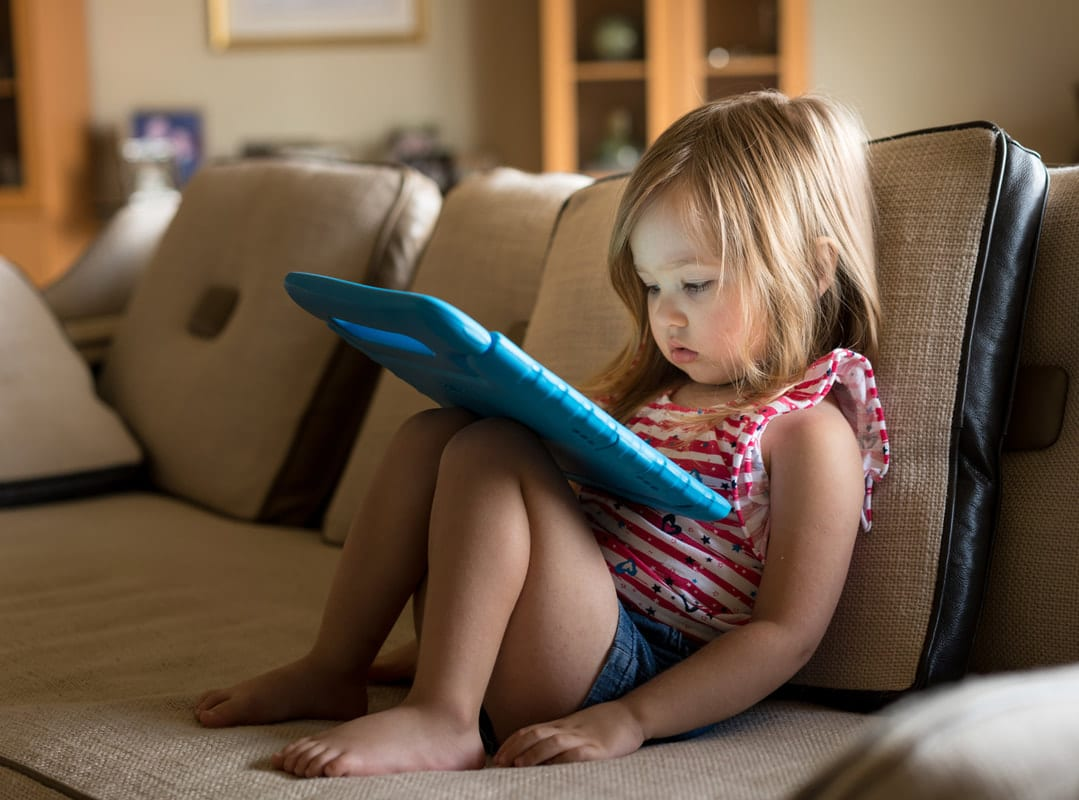 Parenting Tips: The Benefits Of Taking A Minimalist Approach To Technology